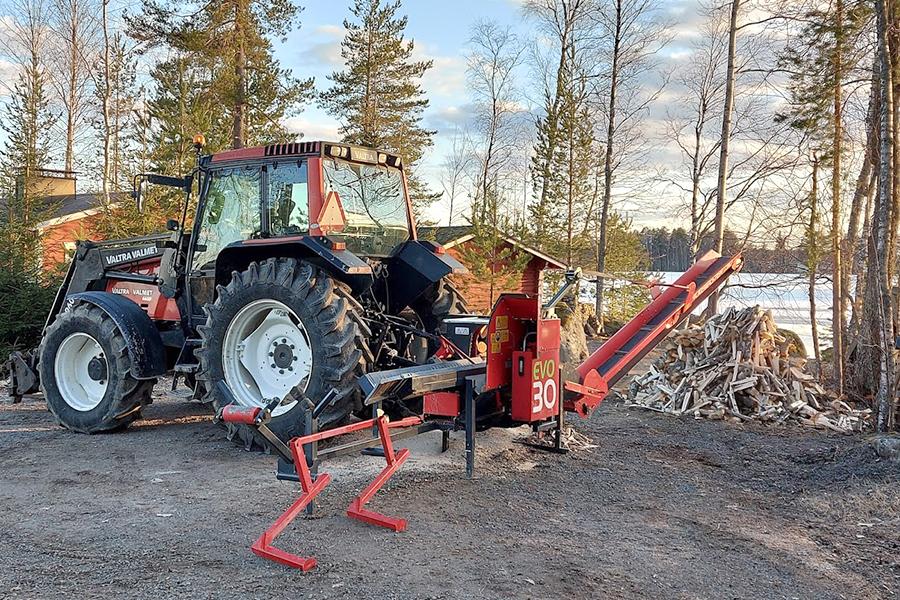Metsurityöt, puiden kaato, pihapuiden kaato ja klapien teko